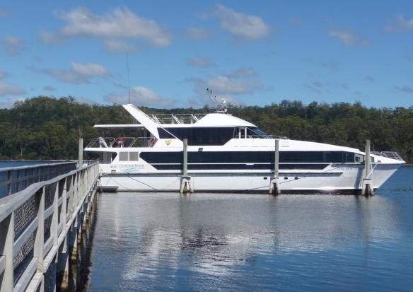20.boat at S island
