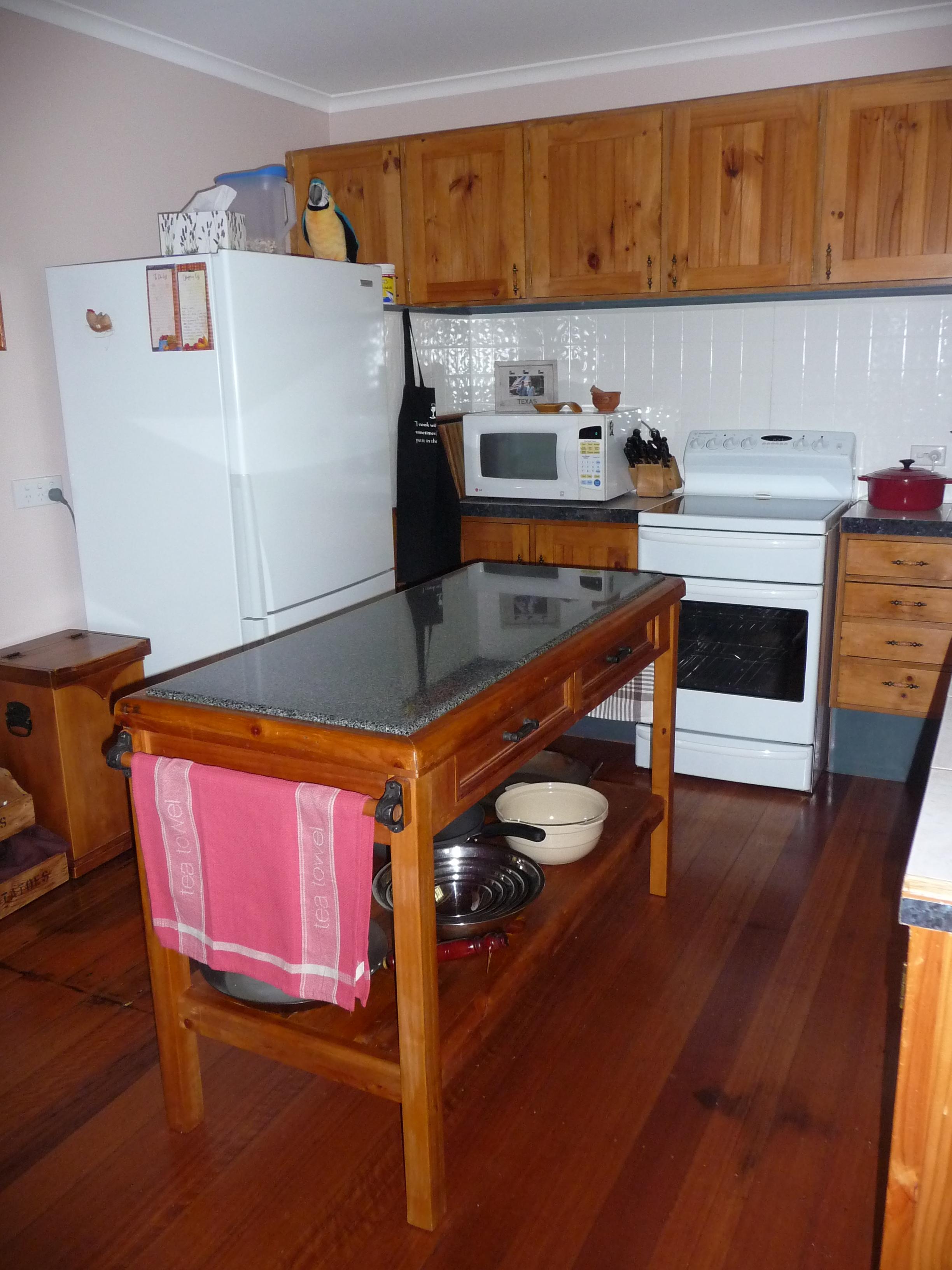 3.old kitchen1