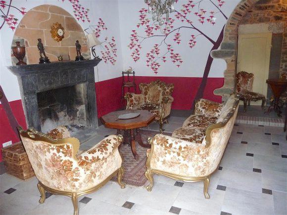10.sitting room1