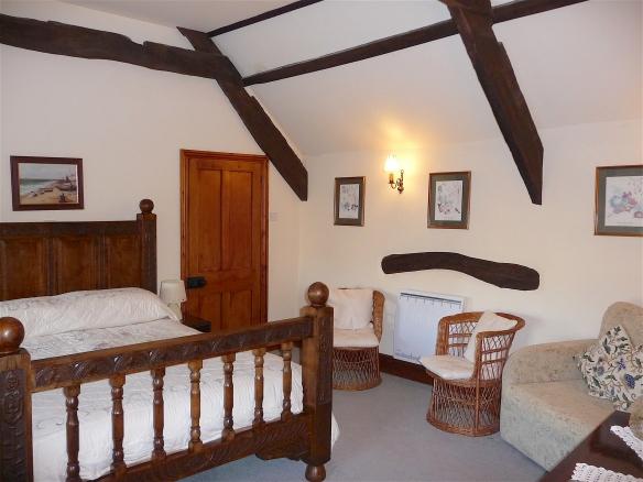 13.bedroom