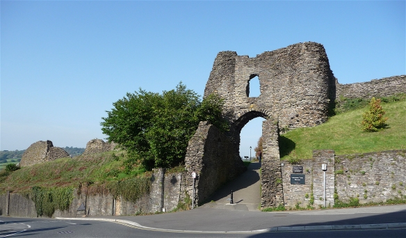 2.Launceston Castle
