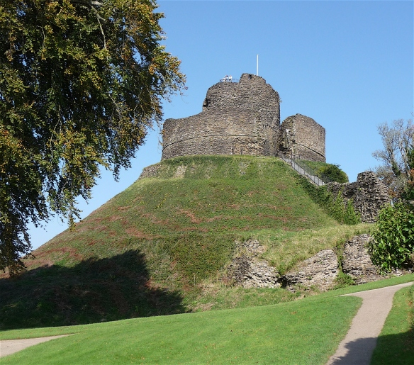 3.Launceston Castle