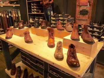 11-shoe-shop