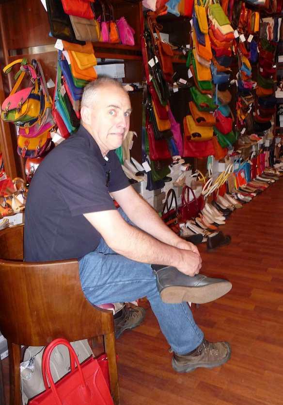 12-shoe-shop