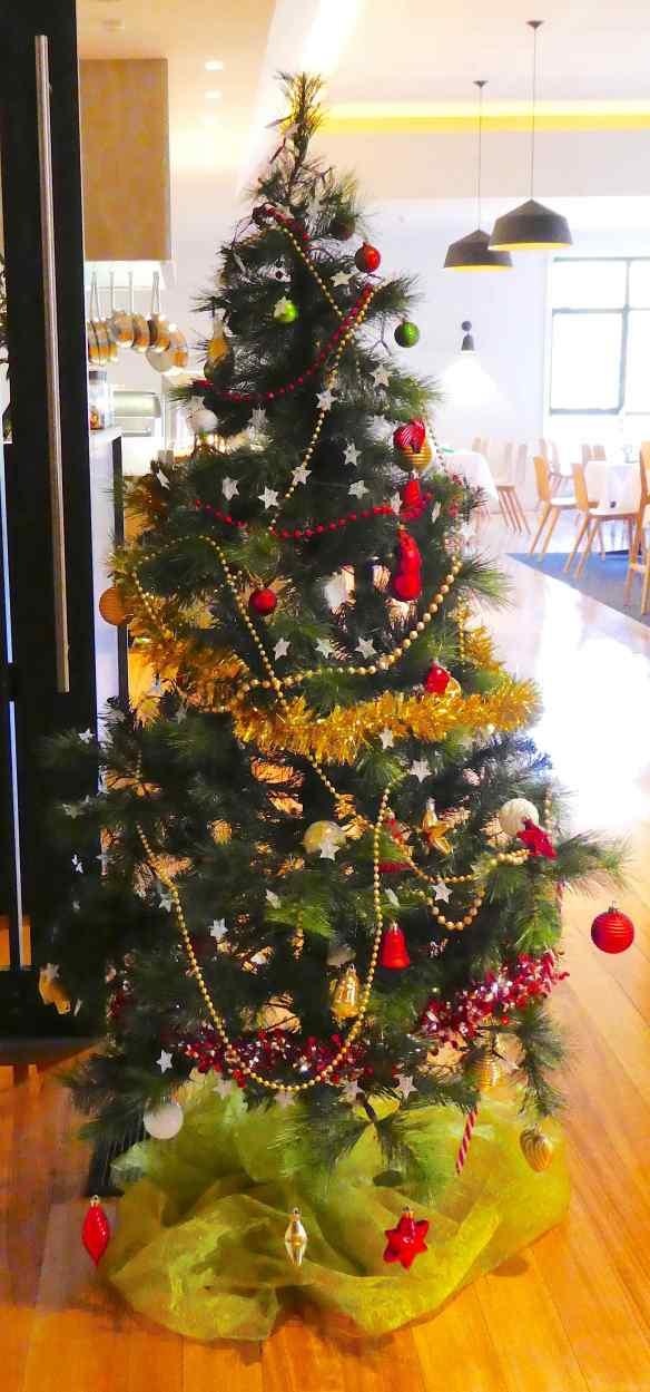 8-christmas-tree