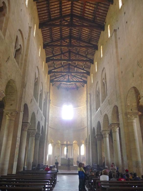 12-sant-antimo-nave
