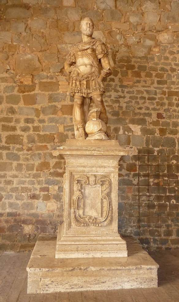 9-statue-of-cosimo-de-medici