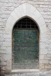 15.door