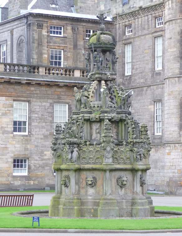 22.Palace of Holyroodhouse fountain