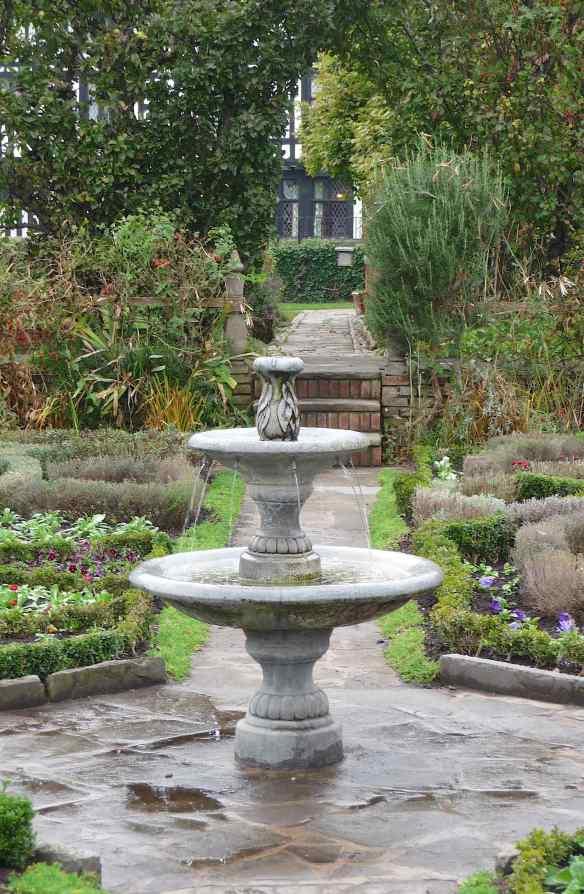 17.Nash's House garden