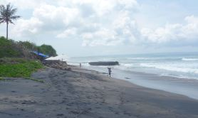 10.Batu Bolong Beach