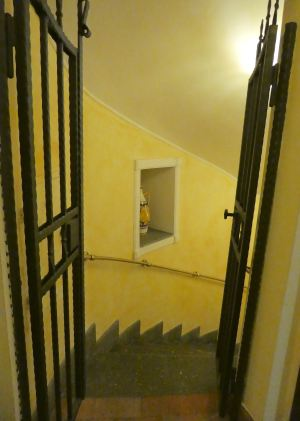 10.stairs to breakfast room