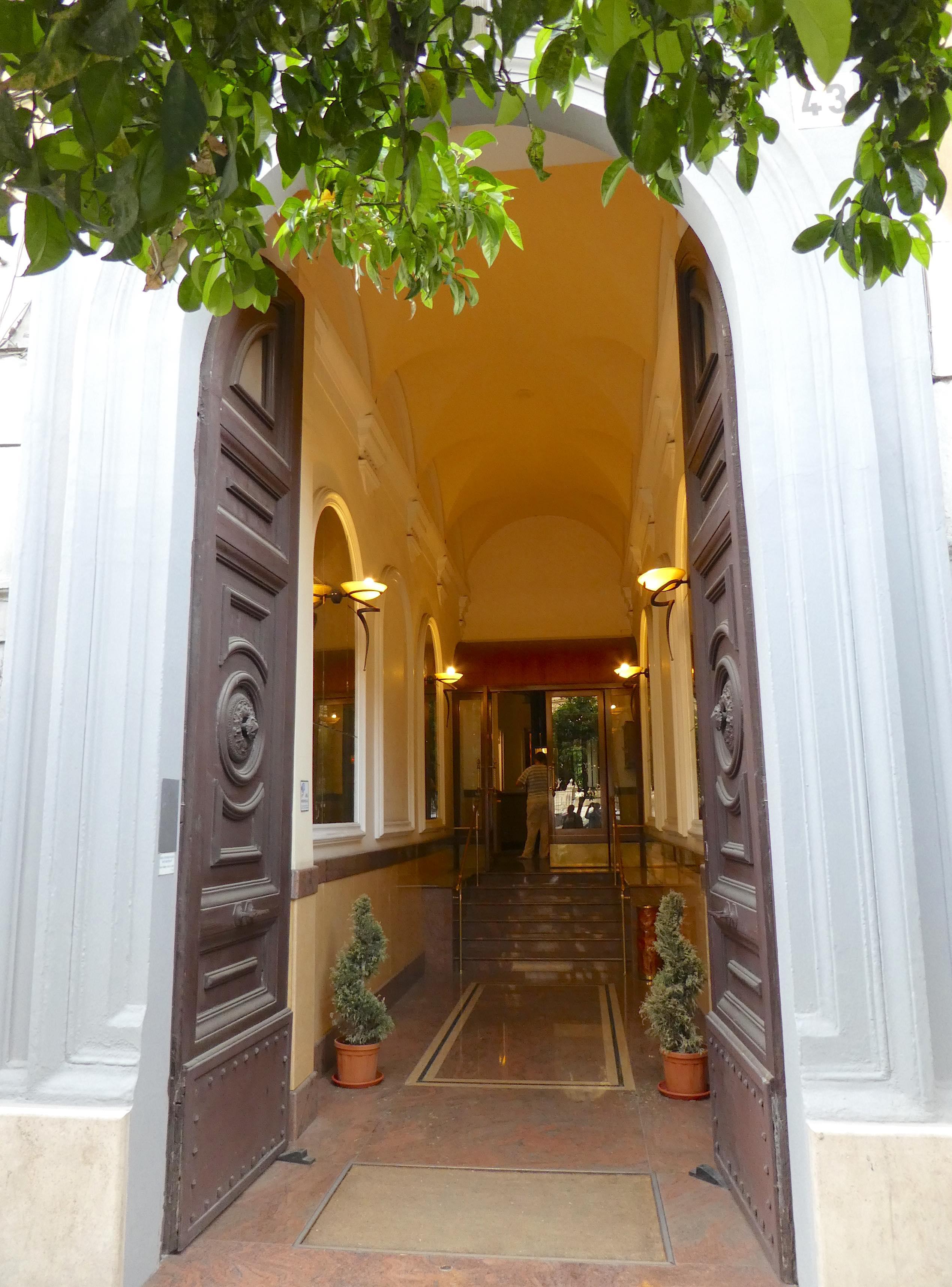 2.entrance