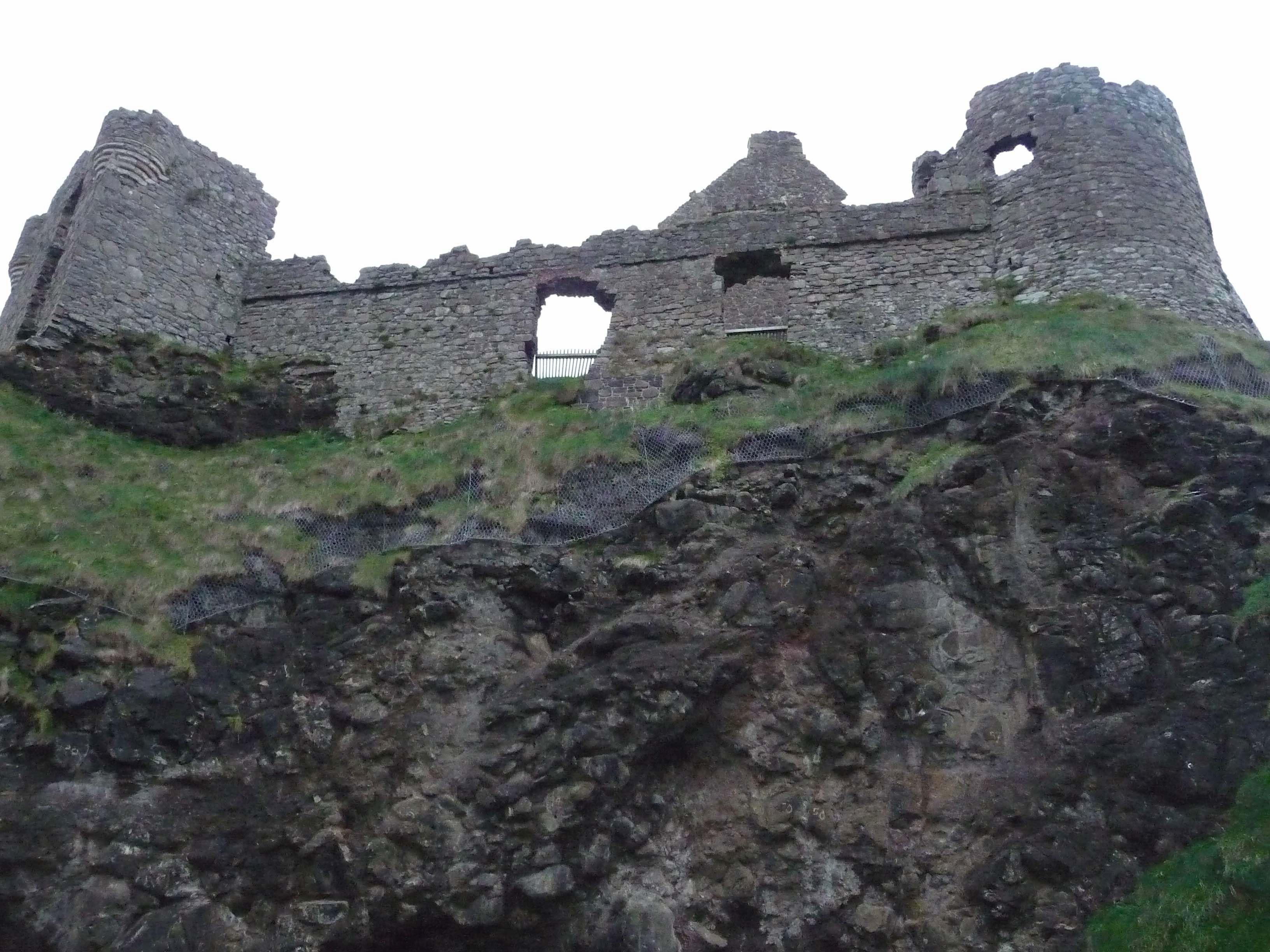 8.Dunluce Castle