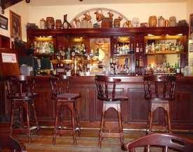 3.Mrs Benners Bar, Benner's Hotel