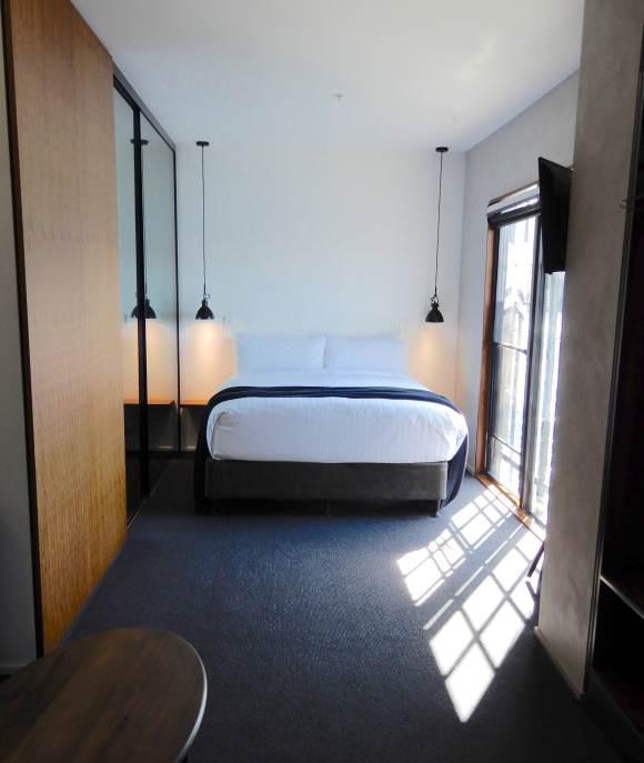 5.Room 7