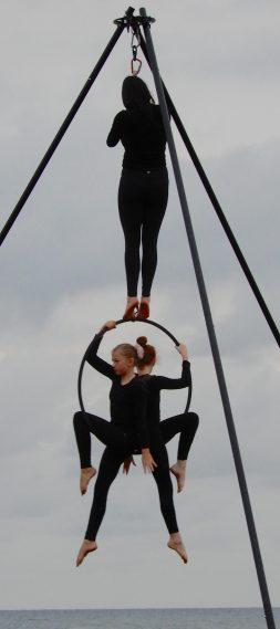 16.acrobats