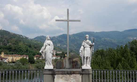 25.statues of the Virgin and Saint Ansano