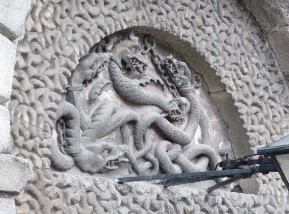 2.Five serpents in chains above entrance