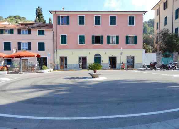 6a.roundabout Le Grazie