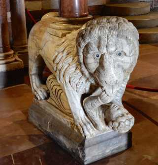 19.pulpit lion