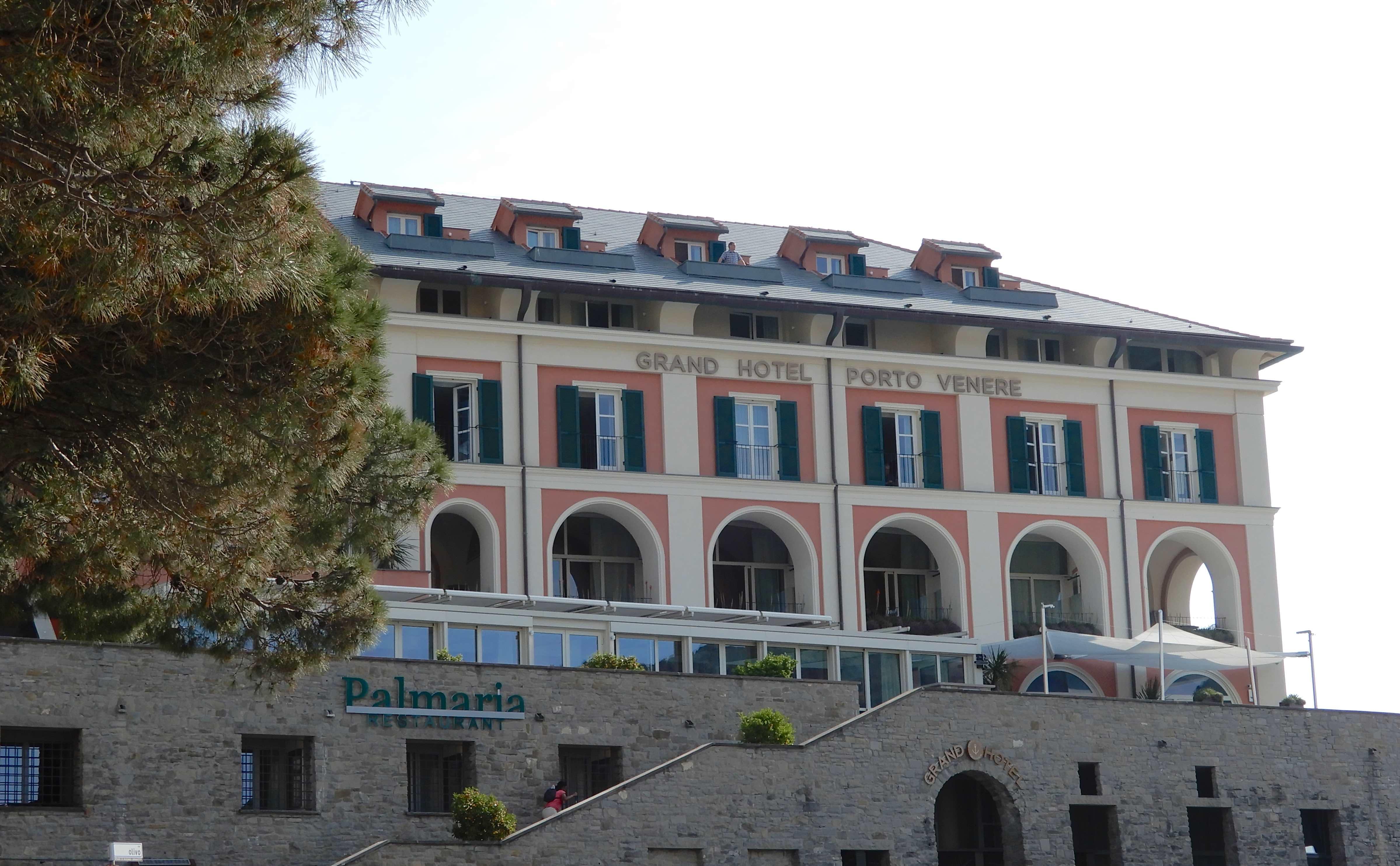 1.Grand Hotel