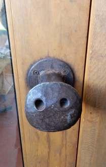 4.door handle