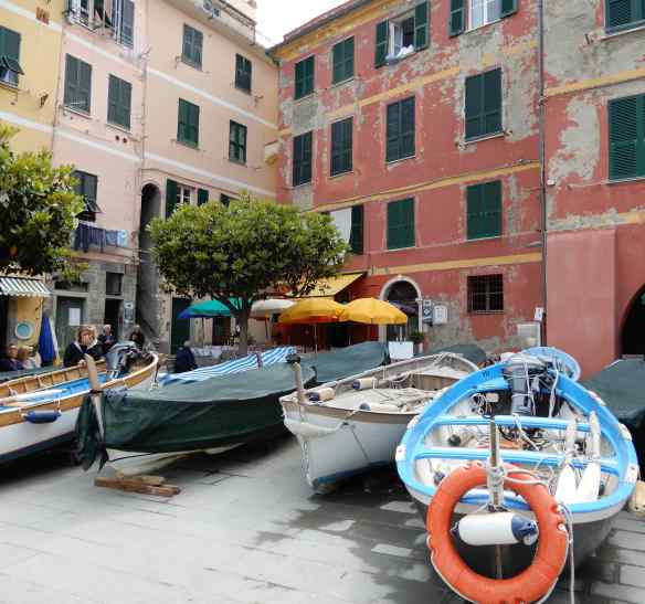 4.boats outside Albergo Barbara