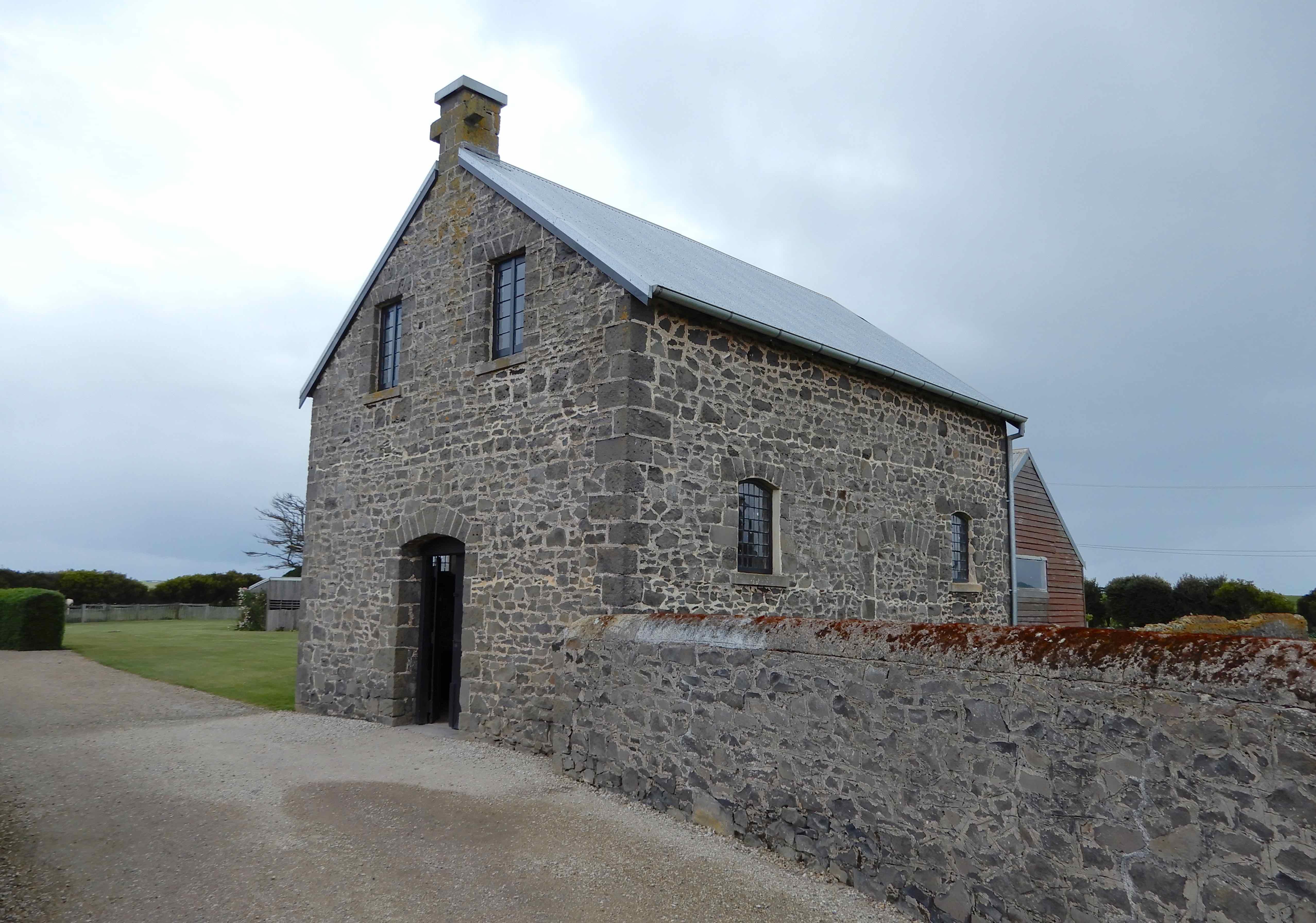51.chapel:schoolhouse