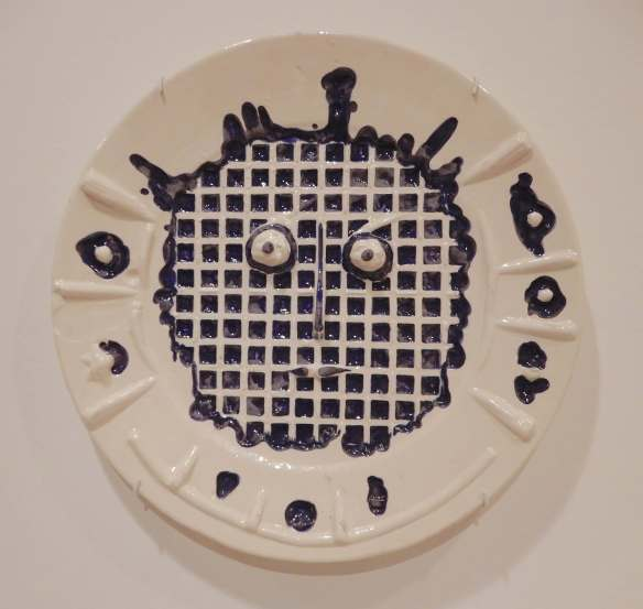 10.Face with grid, round dish 1956
