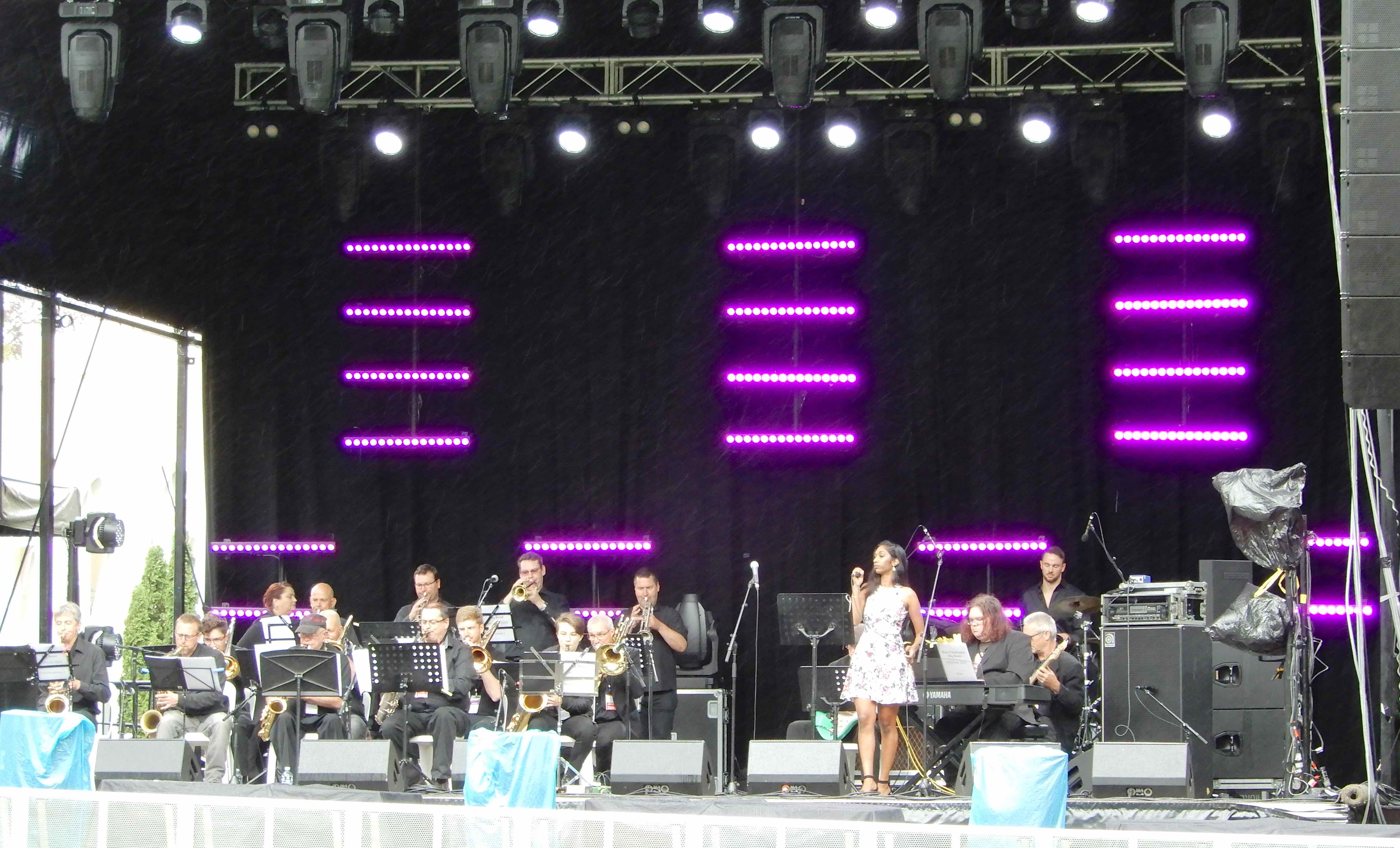 16.Ross Challender Big Band