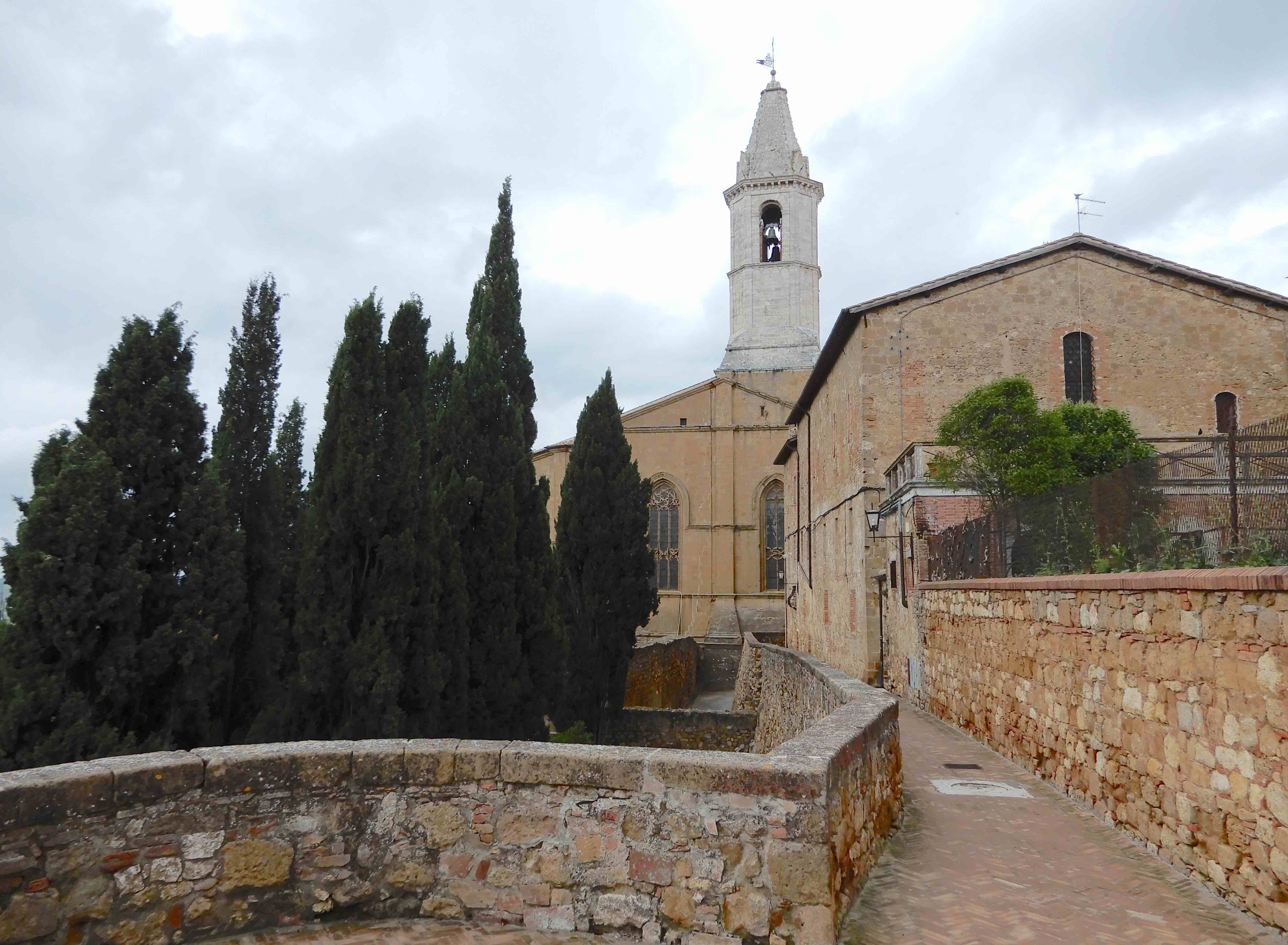 2.back of Pienza cathedral