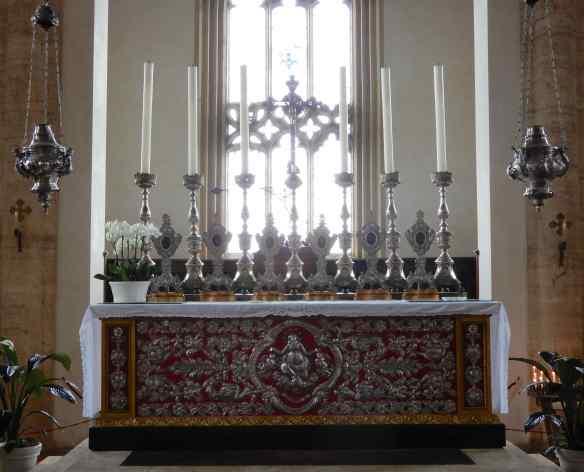 53.altar