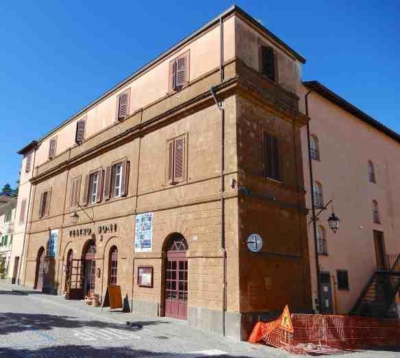 30.Teatro Boni