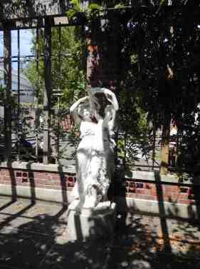 10.statue under pergola
