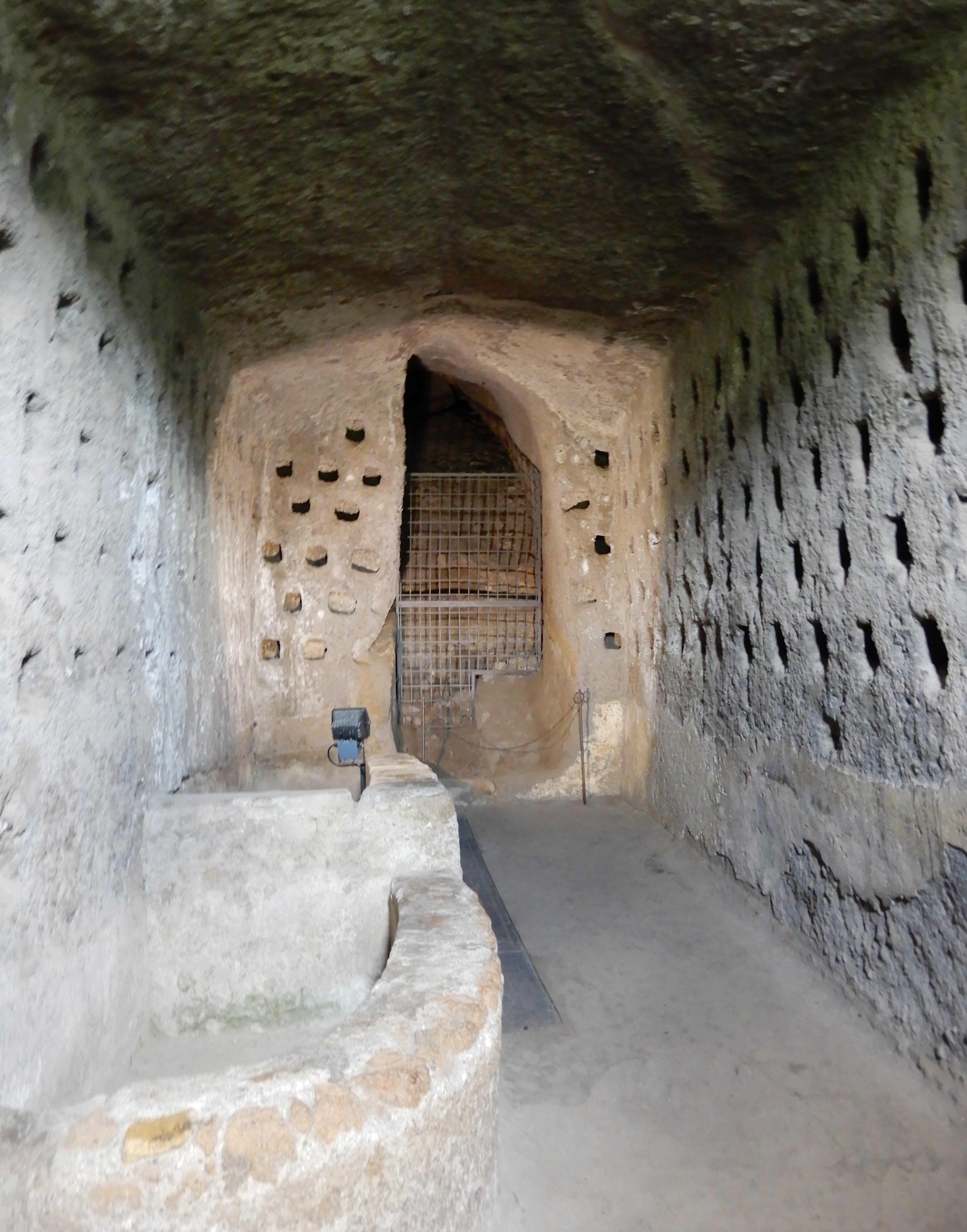 12.columbarium
